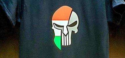 Spártán nemzeti színű póló